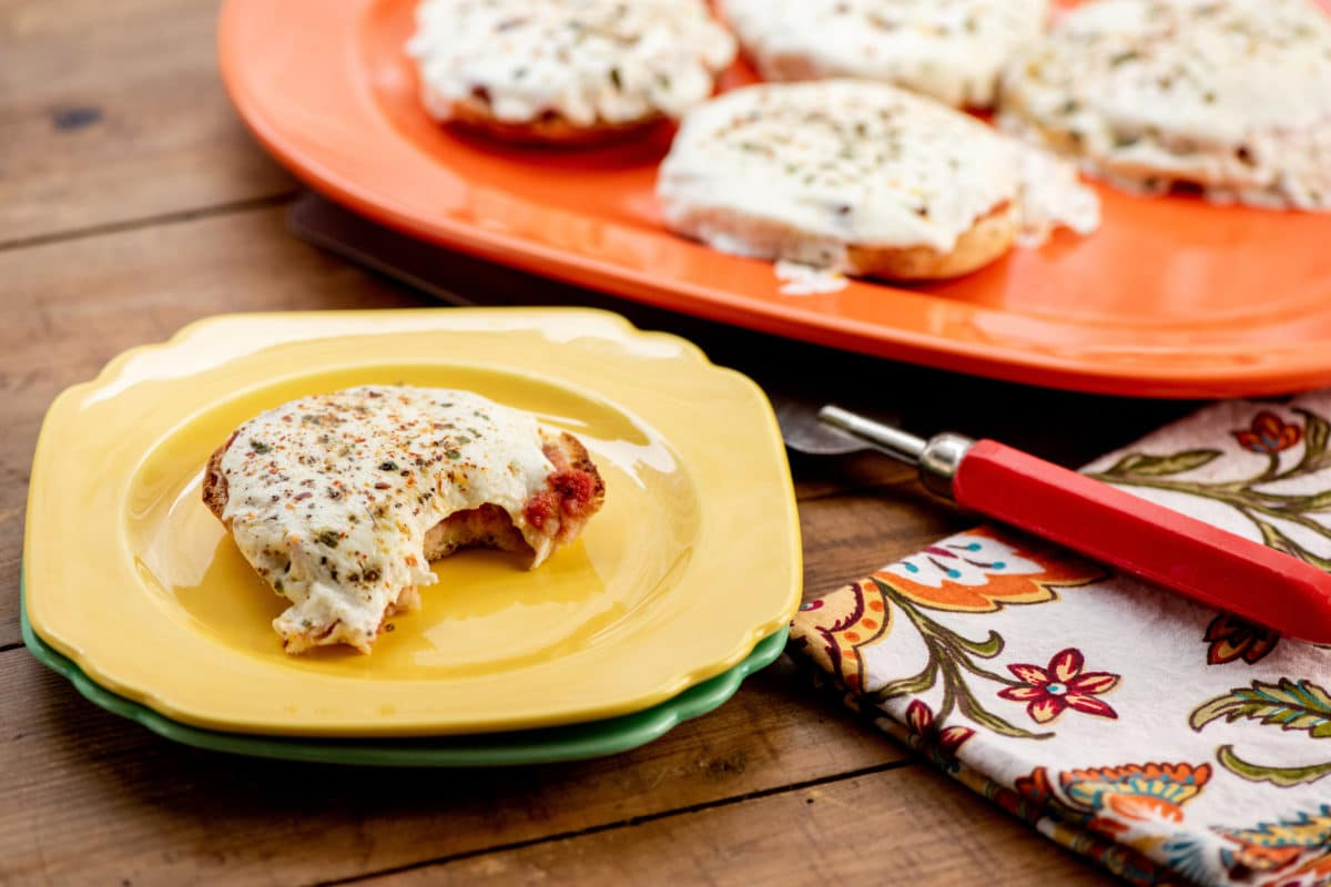 English Muffin Pizzas / Photo by Cheyenne Cohen / Katie Workman / themom100.com