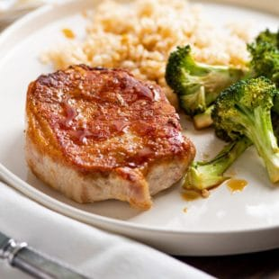 Garlicky Pork Chops and Broccoli